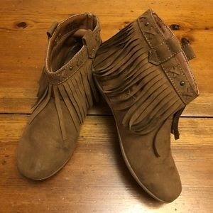 Other - Girls cute brown booties!!